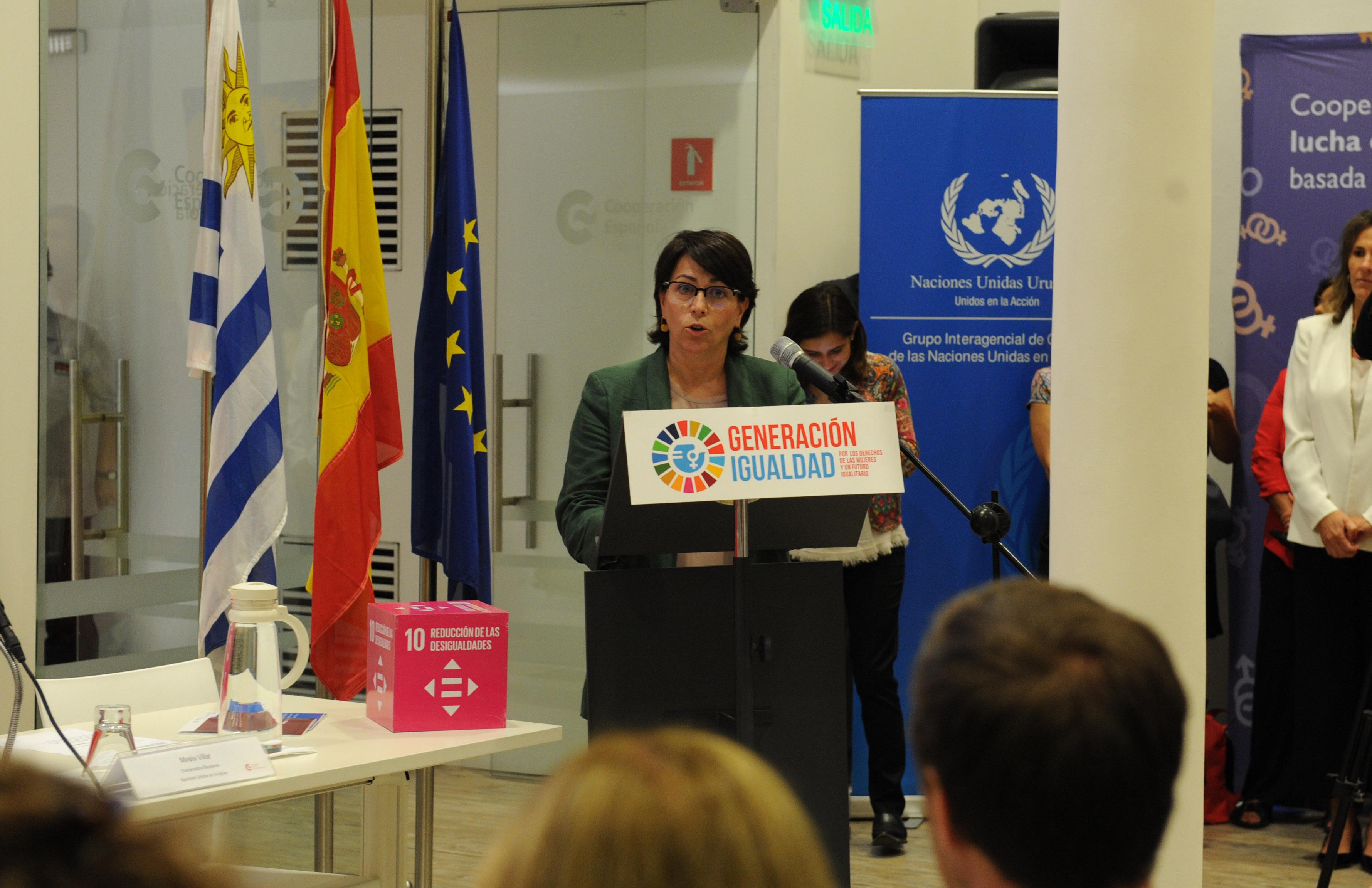 La coordinadora residente de ONU Uruguay expone durante la presentación de las Guías